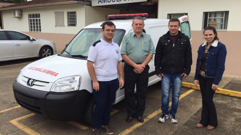 Prefeitura de Paula Freitas recebe ambulância Zero KM